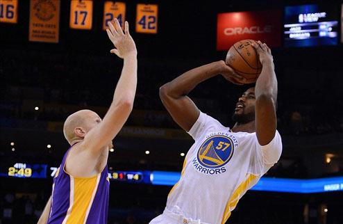 НБА. Голден Стейт отчислил Армстронга