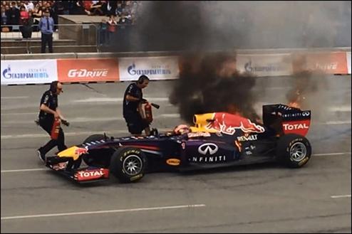 �������-1. ���-��� Red Bull Racing ������ �� ����� ������� � ����������. �����