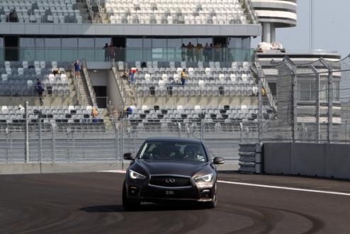 Формула-1. Первый круг на автодроме в Сочи от Феттеля. ВИДЕО