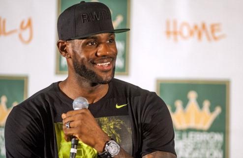 НБА. Джеймс – лучший игрок грядущего сезона по версии Sports Illustrated