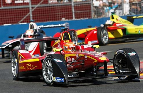Формула-Е. Пике побеждает в Москве и приближается к титулу