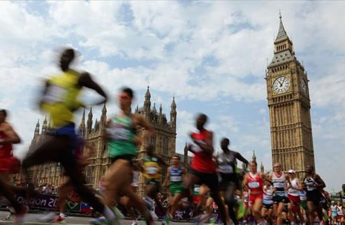Кенийка Жемима Сумпонг выигрывает Лондонский Марафон