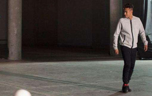 Неймар демонстрирует виртуозное владение мячом