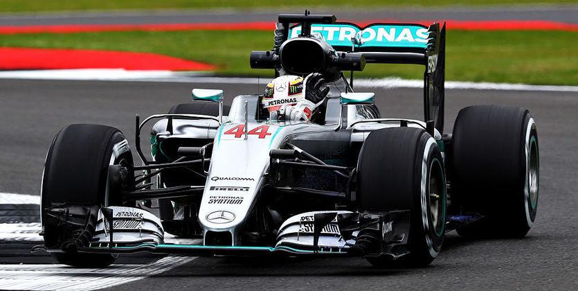 Англичанин Льюис Хэмилтон одержал победу домашний этап Гран-при «Формулы-1»