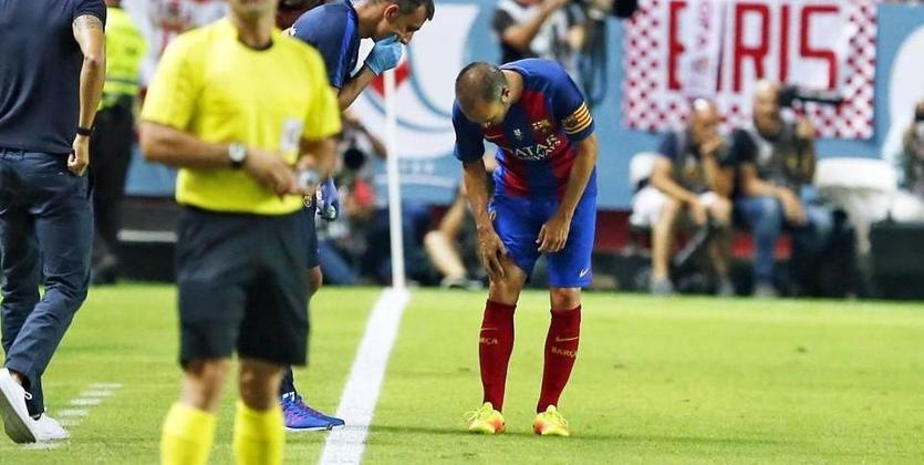 Команда Коноплянки уступает Барсе впервой матче заСуперкубок Испании