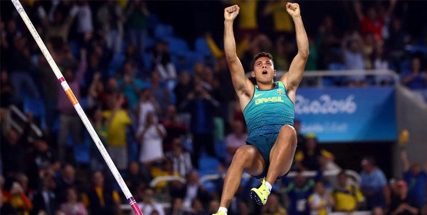 Бразилец Тиаго даСилва завоевал золотоОИ впрыжках сшестом