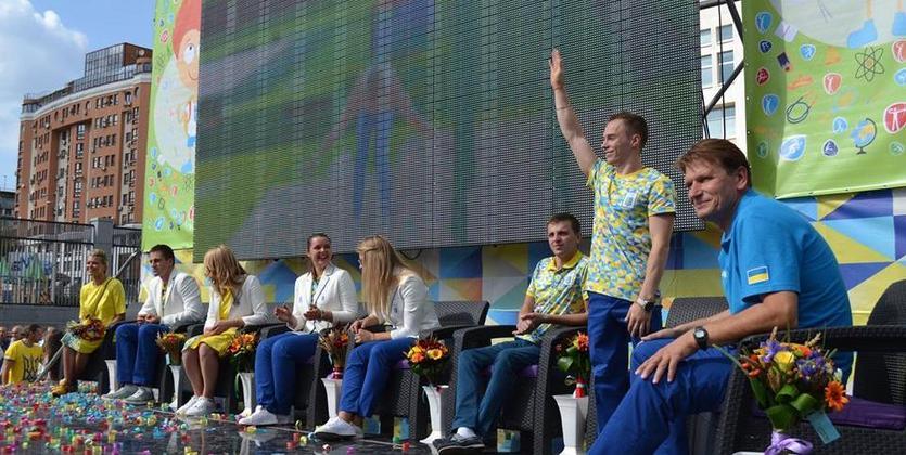 Олимпийскому чемпиону Верняеву вручили авто, Чебану— квартиру