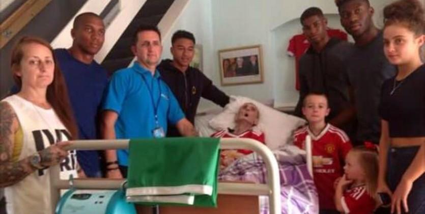 Игроки «МЮ» навестили нездорового раком болельщика прямо перед его гибелью