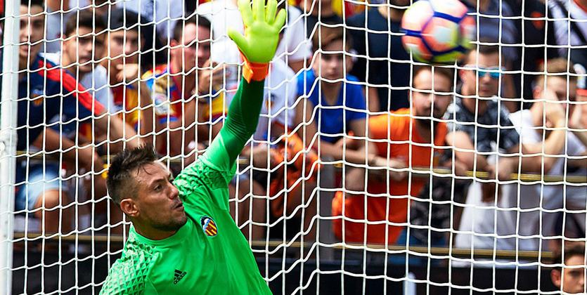 Два отраженных пенальти Диегу Алвеса непомогли «Валенсии» вматче с«Атлетико»