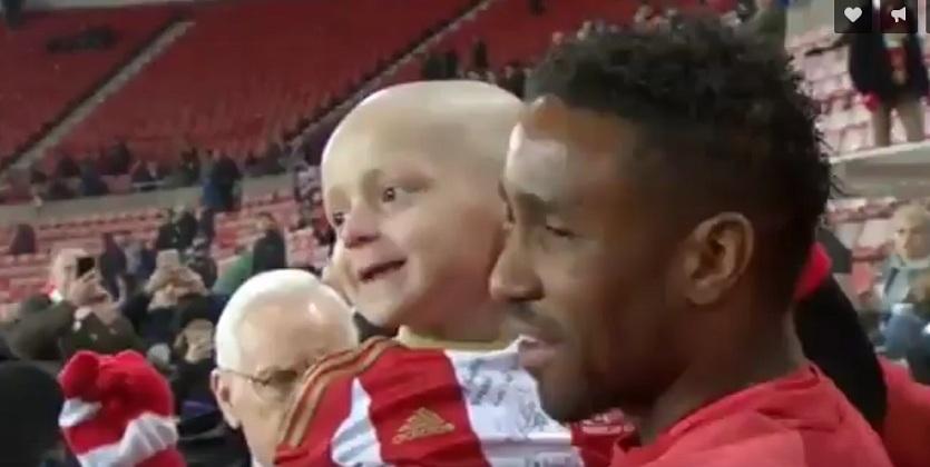 Онкобольной мальчишка потренировался вместе Сандерлендом и Челси