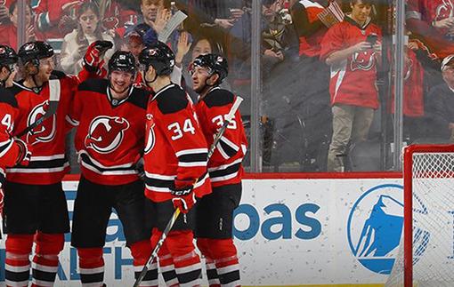 НХЛ. Ванкувер продолжает победную серию, Нью-Джерси громит Бостон