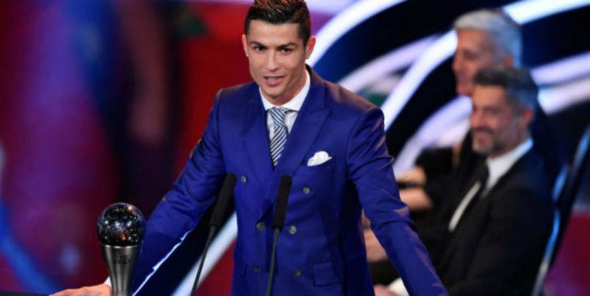 Роналду - лучший футболист мира по версии ФИФА