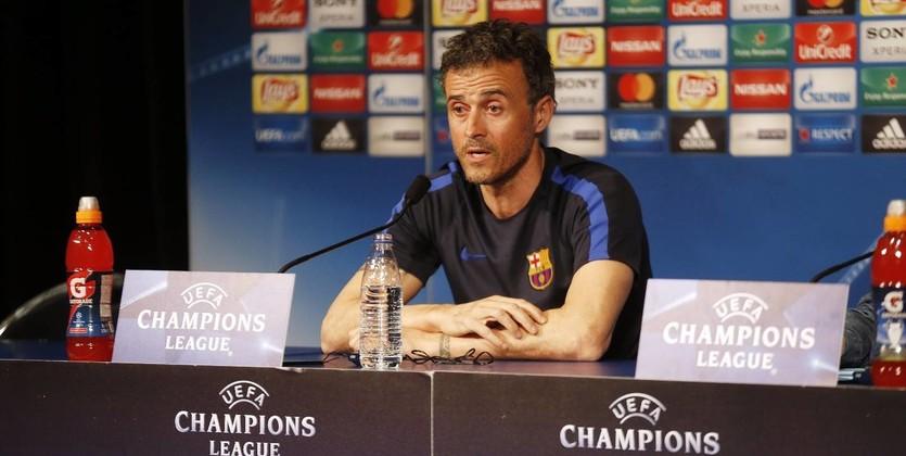 «Барселона» разгромно проиграла впервом матче 1/8 финала Лиги чемпионов