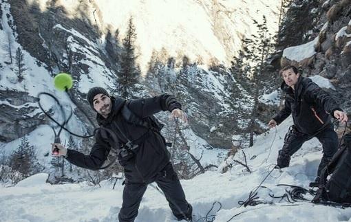 Федерер покорил одну из вершин Альп в компании Беар Гриллса