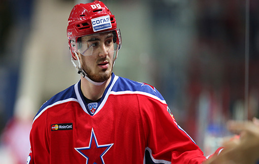 Один лишний: Хоккеисту ЦСКА не досталось соперника во время массовой драки