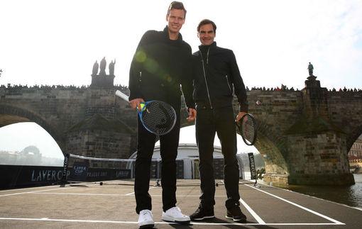 Федерер сыграл теннисный матч на яхте в рамках промо турнира в Праге