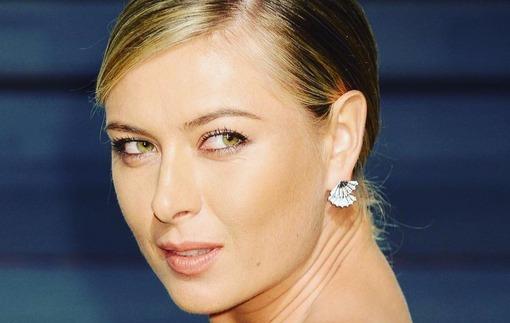 Шарапова появилась в обворожительном платье на вечеринке после Оскара