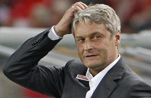 Официально: Вольфсбург уволил тренера