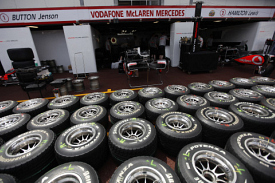 Команды будут выбирать между Michelin и Pirelli