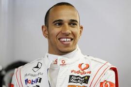 Хэмилтон во время гонки ожидает появление машины безопасности